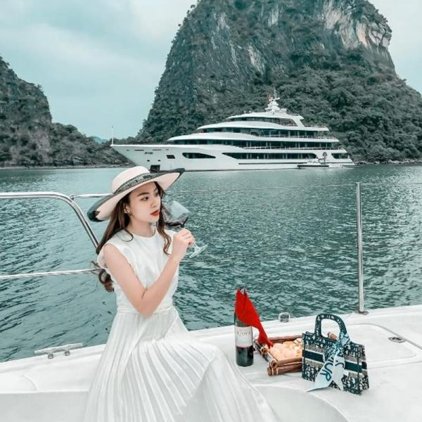 Du thuyền Scarlet Pearl (*****) - Tour Vịnh Lan Hạ 2N1Đ